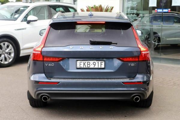 2020 Volvo V60 F-Series T5 Momentum Wagon Image 5