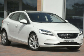 Volvo V40 T4 Adap Geartronic Inscription M Series MY18