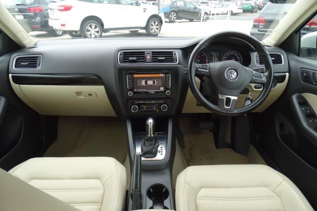 2011 Volkswagen Jetta 103TDI 14 of 24