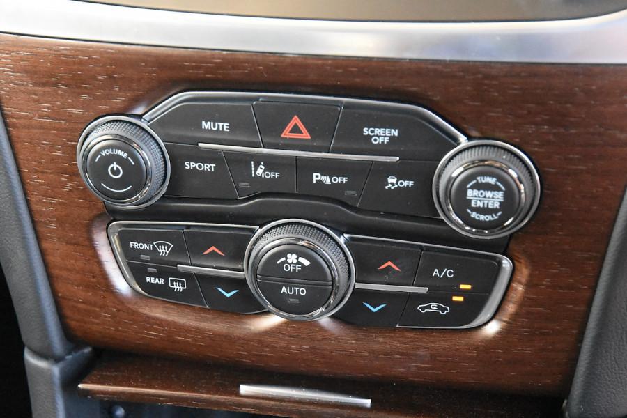 2019 Chrysler 300 LX C Luxury Sedan Image 14