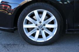 2009 Volkswagen Jetta 1KM MY09 147TSI Sedan Image 3