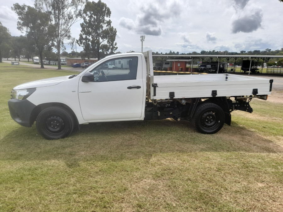 2015 MY14 Toyota HiLux KUN16R Turbo Workmate Cab chassis Image 4