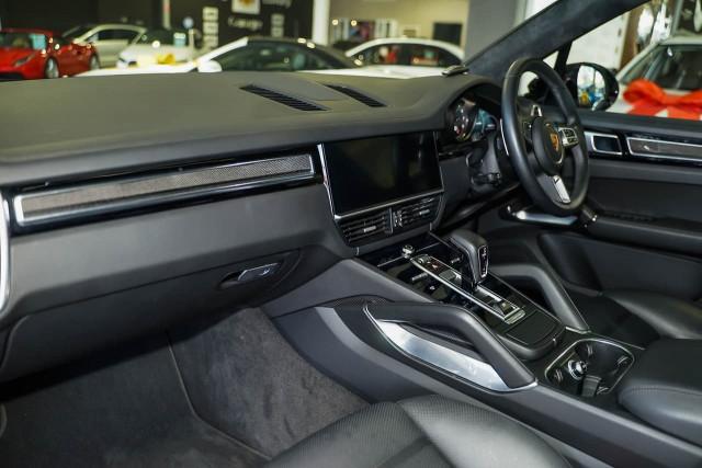 2018 Porsche Cayenne 9YA MY19 Turbo Suv Image 16