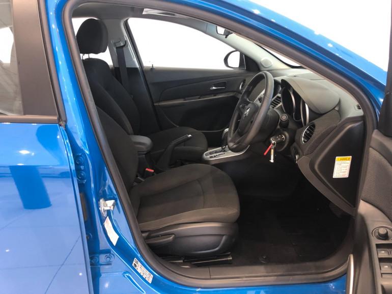 2013 Holden Cruze JH Series II Equipe Hatchback Image 11