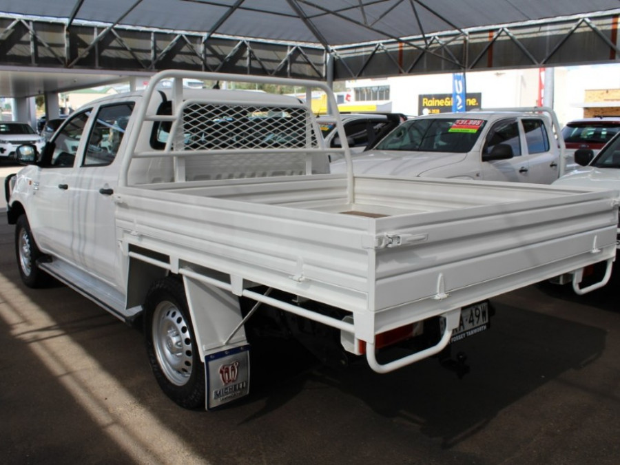 2015 MY14 Toyota HiLux KUN26R  SR Cab chassis - dual cab