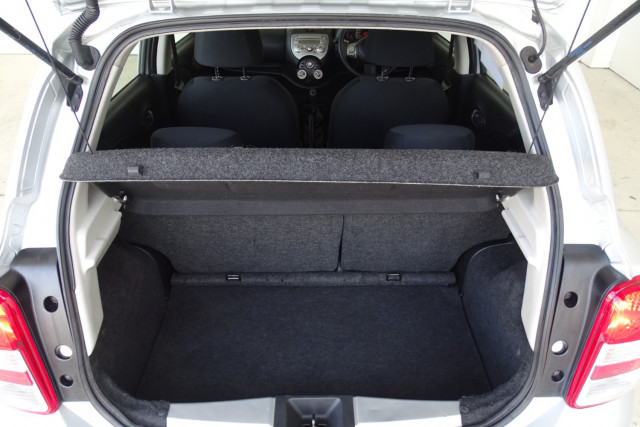 2011 Nissan Micra ST-L 12 of 30