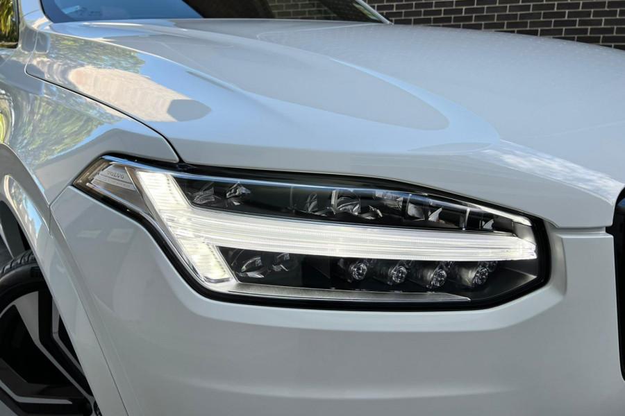 2022 Volvo XC90 B6 R-Design