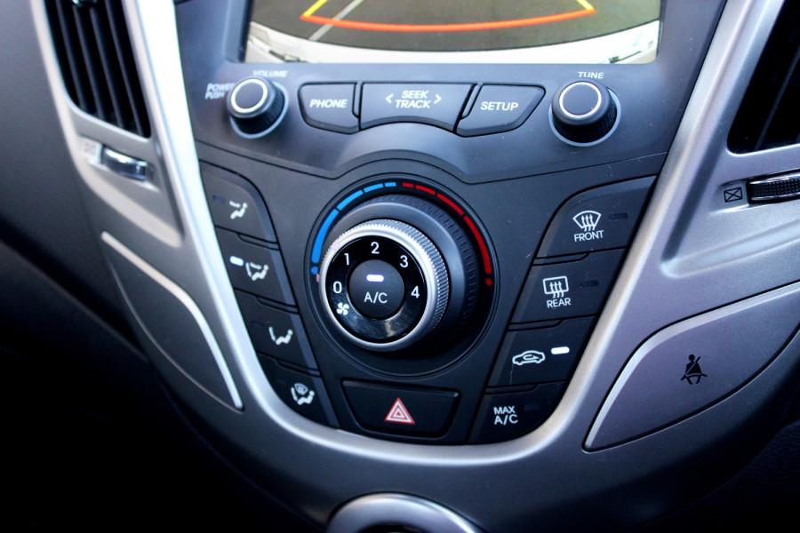 2012 Hyundai Veloster FS Hatchback Image 14