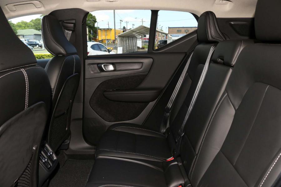 2021 Volvo XC40 XZ T4 Inscription Suv Image 6