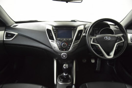 2013 Hyundai Veloster FS3 + Hatchback Image 5