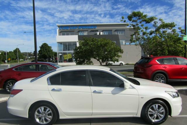 2011 Honda Accord 8th Gen VTi Sedan Image 3