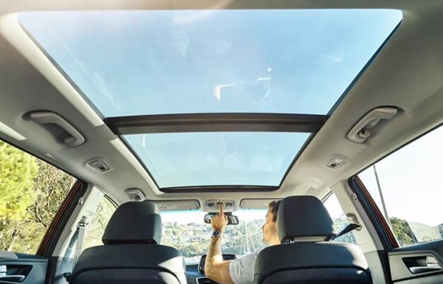 Tucson Panoramic glass sunroof.