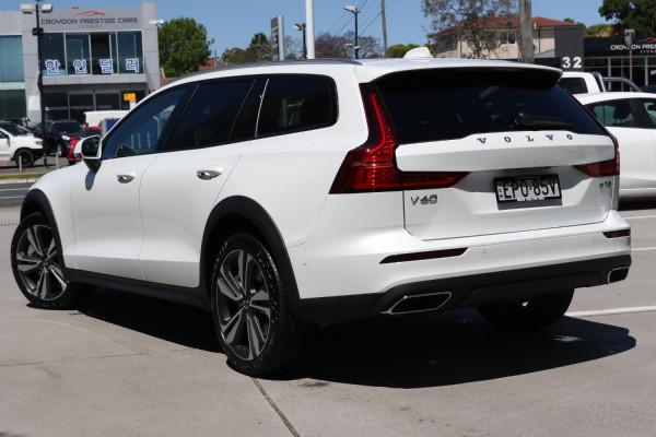 2022 Volvo V60 Z-Series B5 Cross Country Wagon Image 5