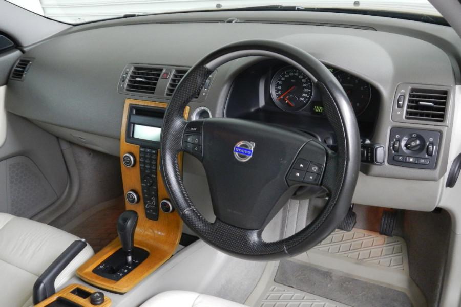 2008 Volvo S40 Vehicle Description. M  MY08 S Sedan 4dr SA 5sp 2.4i S Sedan Mobile Image 17