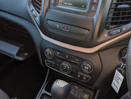 2014 MY15 Jeep Cherokee KL  Sport Suv