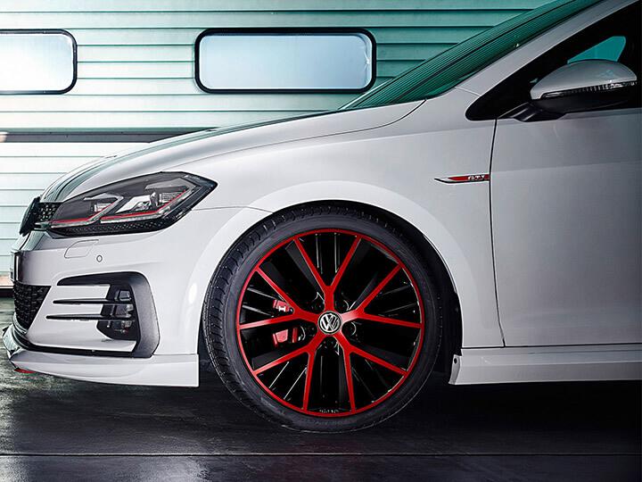 "19"" Twinspoke Red Edition alloy wheel"