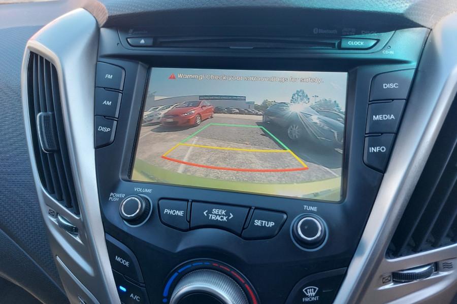 2012 Hyundai Veloster FS2 + Hatchback Image 23