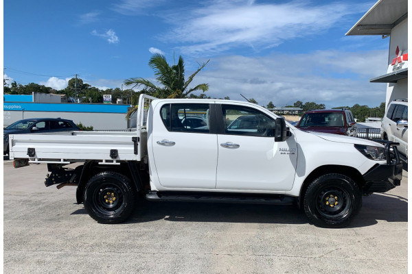 2016 Toyota HiLux Cab chassis Image 2