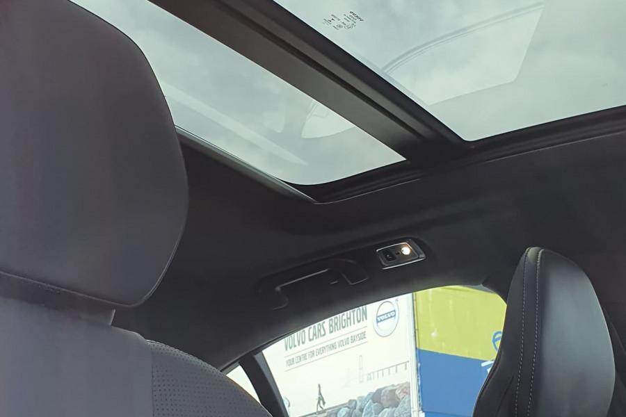 2020 Volvo S60 Z Series T8 R-Design Sedan Mobile Image 3