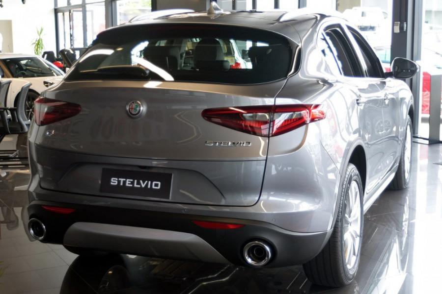 2018 Alfa Romeo Stelvio Stelvio Suv Mobile Image 4