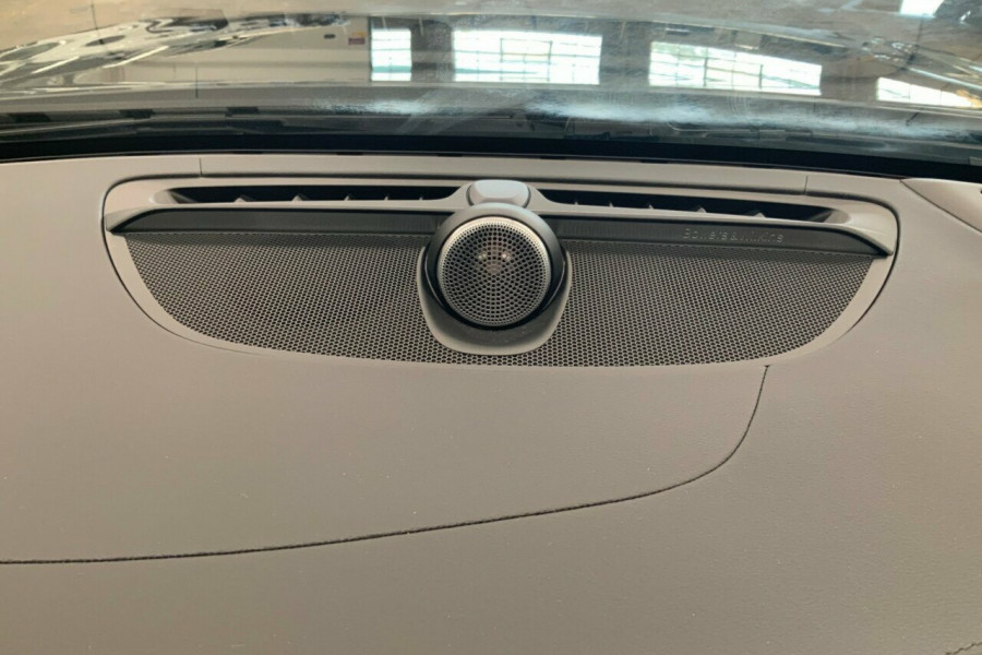 2019 MY20 Volvo V60 225 MY20 T8 PHEV R-Design (Hybrid) Wagon Image 18