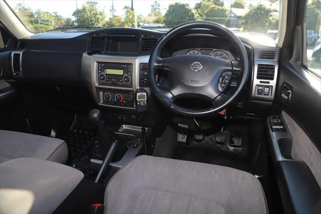 2015 Nissan Patrol Y61 ST N-TREK Suv Image 12