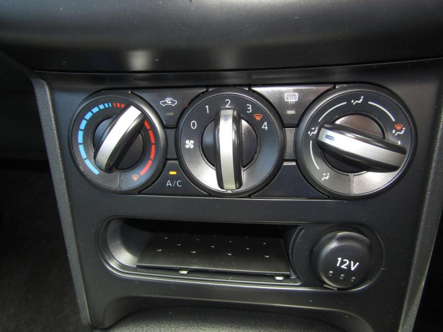 2011 MY10 Nissan DUALIS Hatchback Image 21