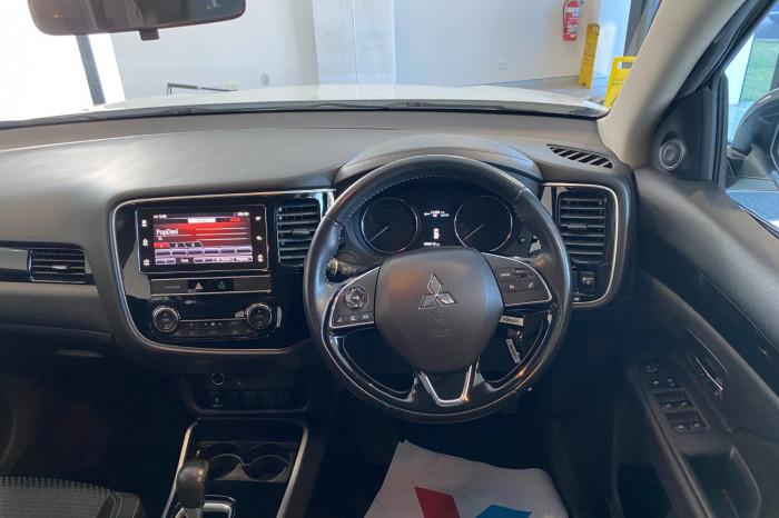 2018 MY19 Mitsubishi Outlander ZL MY19 ES Suv Image 18