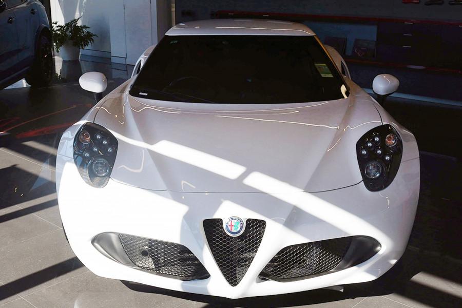 2018 MY17 Alfa Romeo 4C Series 1 Coupe Coupe Mobile Image 2