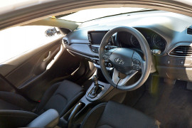 2017 MY18 Hyundai i30 PD Active Hatchback image 4