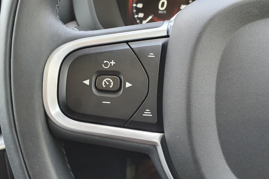 2020 Volvo XC60 UZ D4 Momentum Suv Mobile Image 20