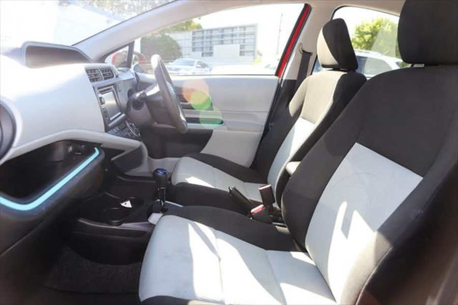 2013 Toyota Prius ZVW30R MY12 Liftback Image 8