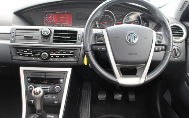 2013 MG Mg6 IP2X MAGNETTE Sedan