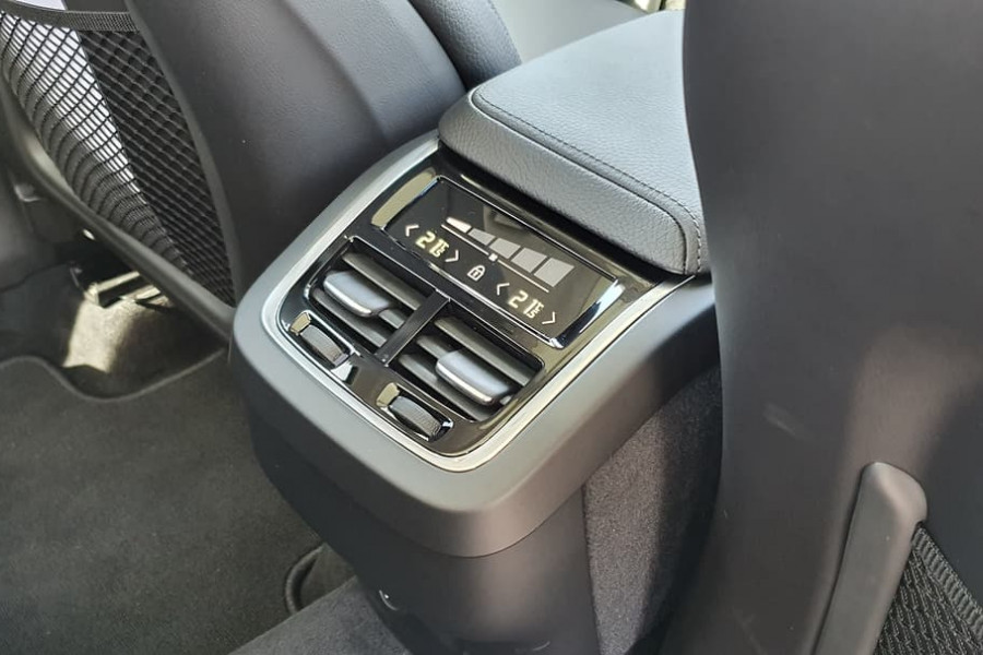 2020 Volvo XC60 UZ D4 Momentum Suv Mobile Image 5