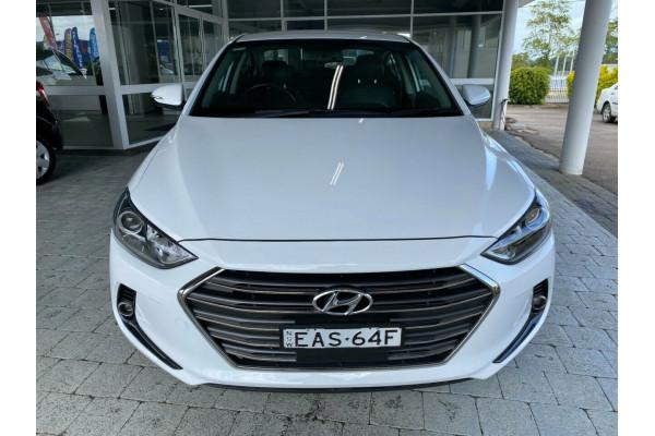 2018 Hyundai Elantra Elite Sedan Image 3