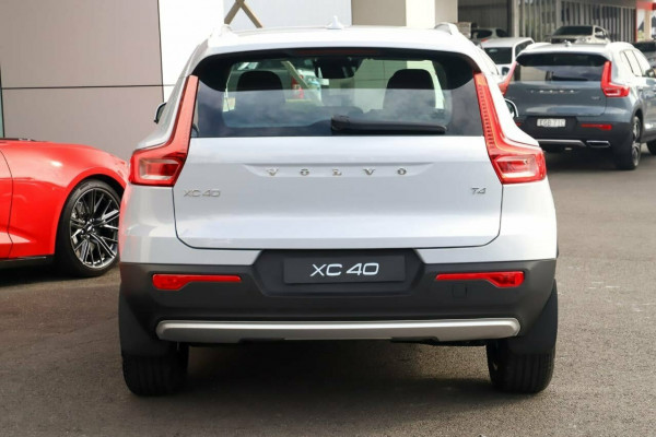 2020 Volvo XC40 XZ T4 Momentum Suv Image 3