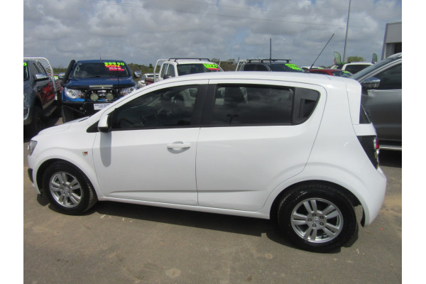 2014 Holden Barina TM MY14 CD Hatchback Image 2