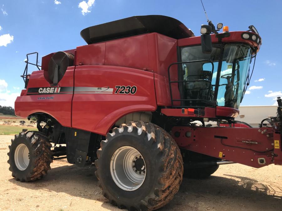 2012 Case IH 7230 Combine front & header Image 1