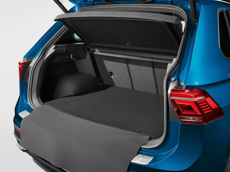 Reversible flap with luggage compartment liner