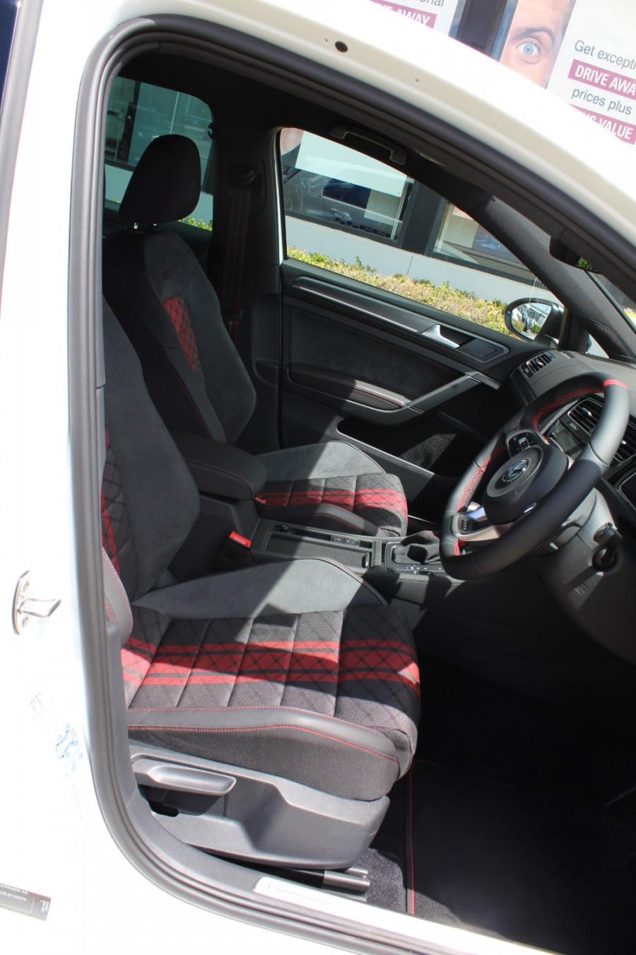 2020 Volkswagen Golf 7.5 GTi TCR Hatch Image 11