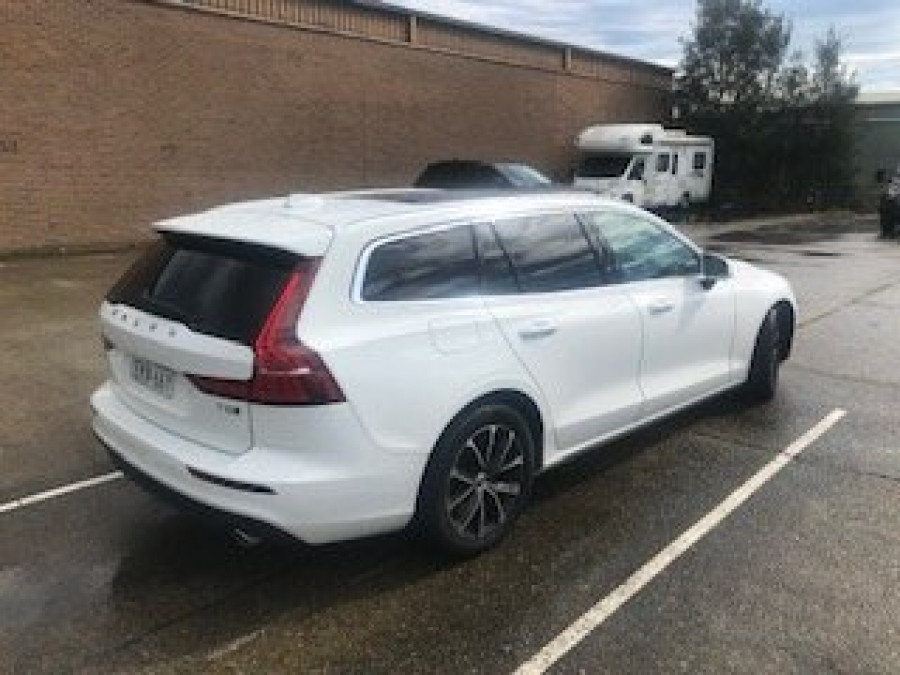 2020 Volvo V60 F-Series T5 Momentum Wagon Image 2