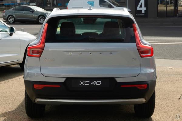 2021 Volvo XC40 XZ T4 Momentum Suv Image 3