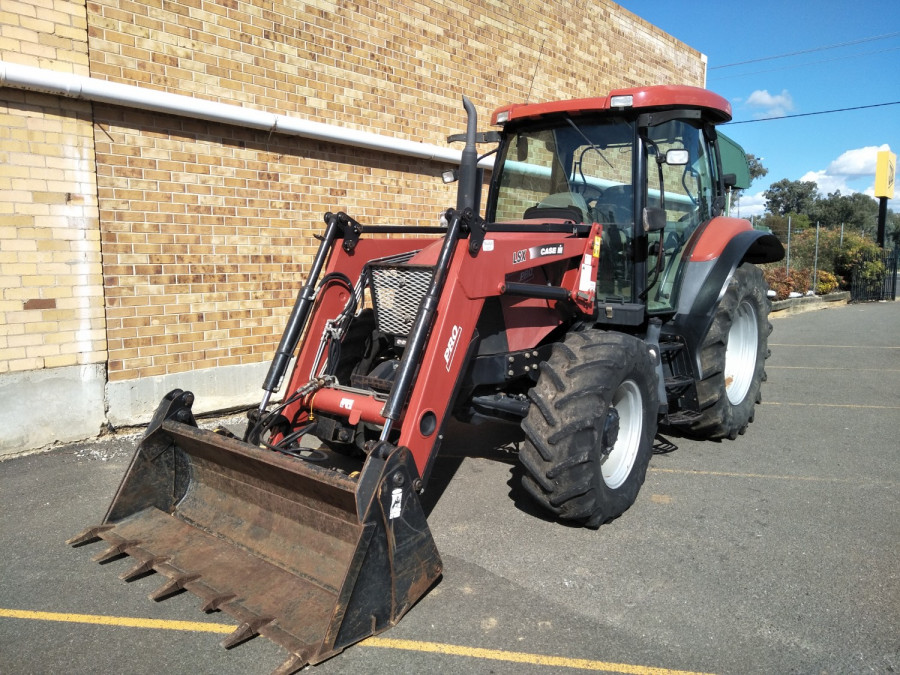 Case IH MXU 100 PRO Tractor crawler Image 3