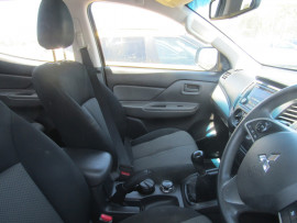 2016 Mitsubishi Triton MQ MY16 GLX Cab chassis Image 5