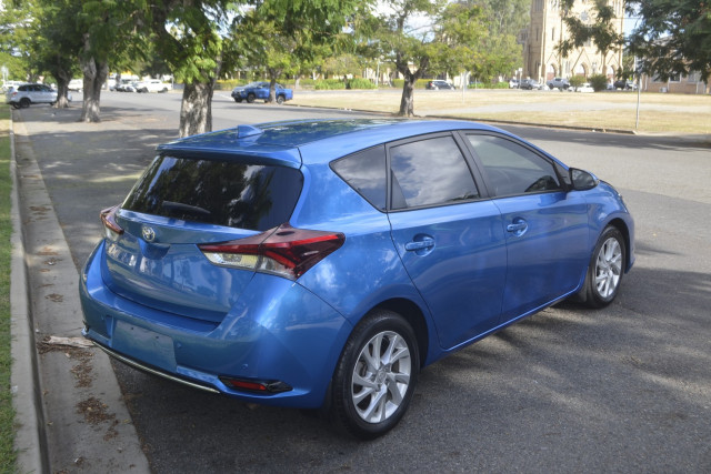 2017 Toyota Corolla ZR Sport Hatchback Image 4