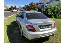2011 Mercedes-Benz C-class W204 C300 BlueEFFICIENCY Sedan Image 4
