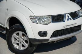 2012 Mitsubishi Challenger PB (KG) MY12 Wagon Mobile Image 2