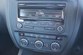 2012 MY13 Volkswagen Jetta 1B  103TDI 103TDI - Comfortline Sedan Mobile Image 13