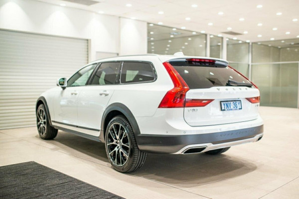 2019 Volvo V90 Cross Country D5 Wagon Image 5
