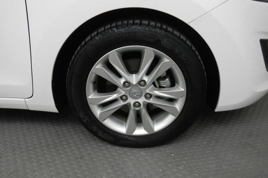 2013 MY14 Hyundai i30 GD2 Elite Hatchback Mobile Image 14
